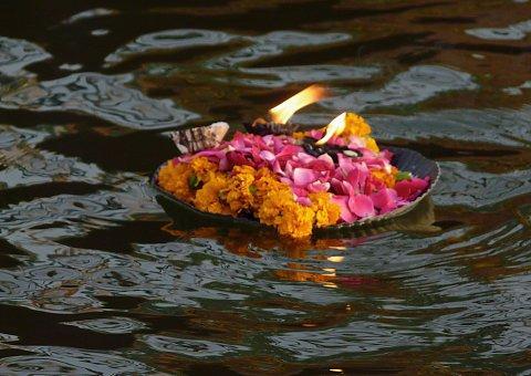 PunjabKesari, गंगा, Ganga, adi perukku festival, South india Festival, आदि पेरुक्कु पर्व, आदि पेरुक्कु पर्व, Devi Varuna, Devi Kaveri, मां कावेरी, देवी वरुणा पूजन