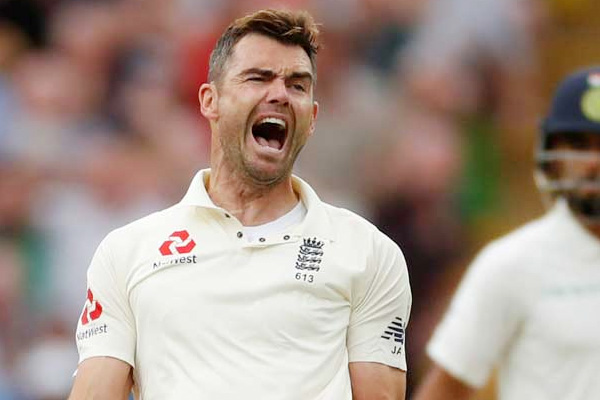 Birthday Special James Anderson, James Anderson Bowling with both hands, James Anderson, England Fast bowler James Anderson, Happy Birthday James Anderson, cricket news in hindi, sports news, England cricket, Test cricket, ECB