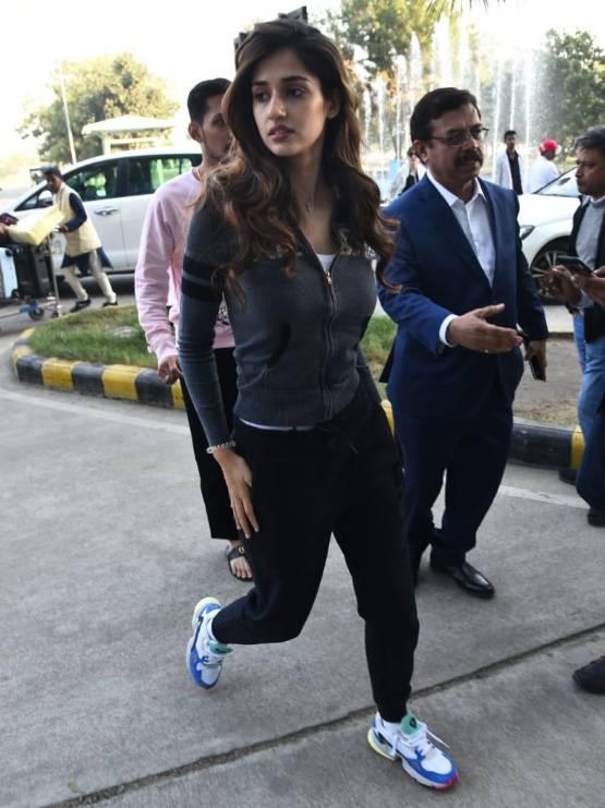 Bollywood Tadka, मुकेश अंबानी इमेज, ईशा अंबानी इमेज, आनंद पीरामल इमेज, वरुण धवन इमेज, नताशा दलाल इमेज, आमिर खान इमेज, किरण इमेज