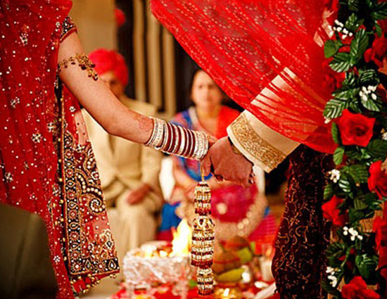 unknown girls blew 1 5 lakh from the groom s brother s pockets