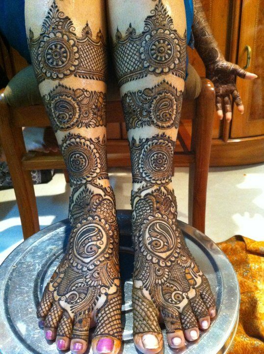 PunjabKesari, Bridal Mehndi Design For Legs and Foot Image,ब्राइडल मेहंदीडिजाइन फॉर लेग एंड फुटइमेज