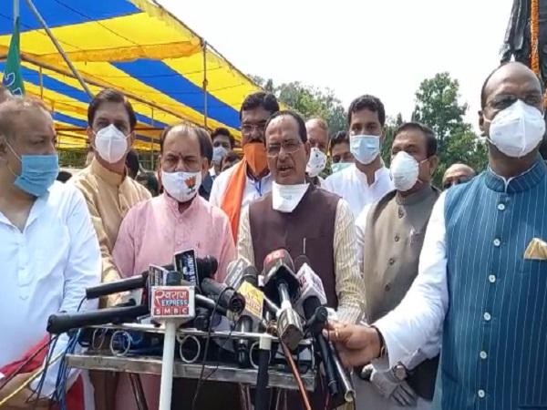 PunjabKesari, CM Shivraj Singh Chauhan, Congress, BJP, Sonia Gandhi, Imarti Devi, Item, Madhya Pradesh