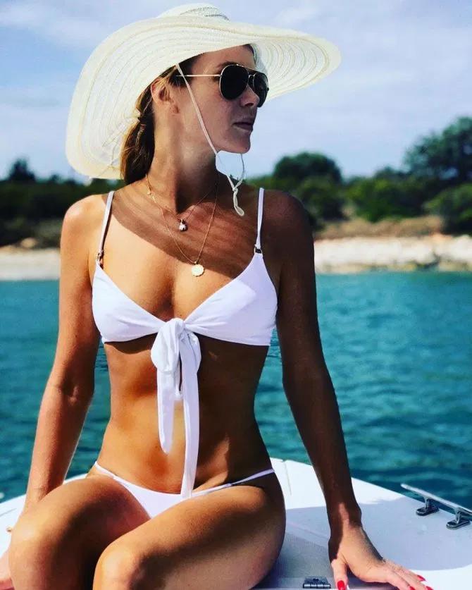 Famous actress Amanda Holden injured during vacation