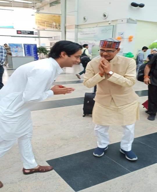 PunjabKesari, Cabinet Ministers Jayawardhan Singh, Gopal Bhargava, Shivraj Singh, BJP, Congress, Bhopal Airport, Madhya Pradesh, Punjab Kesari