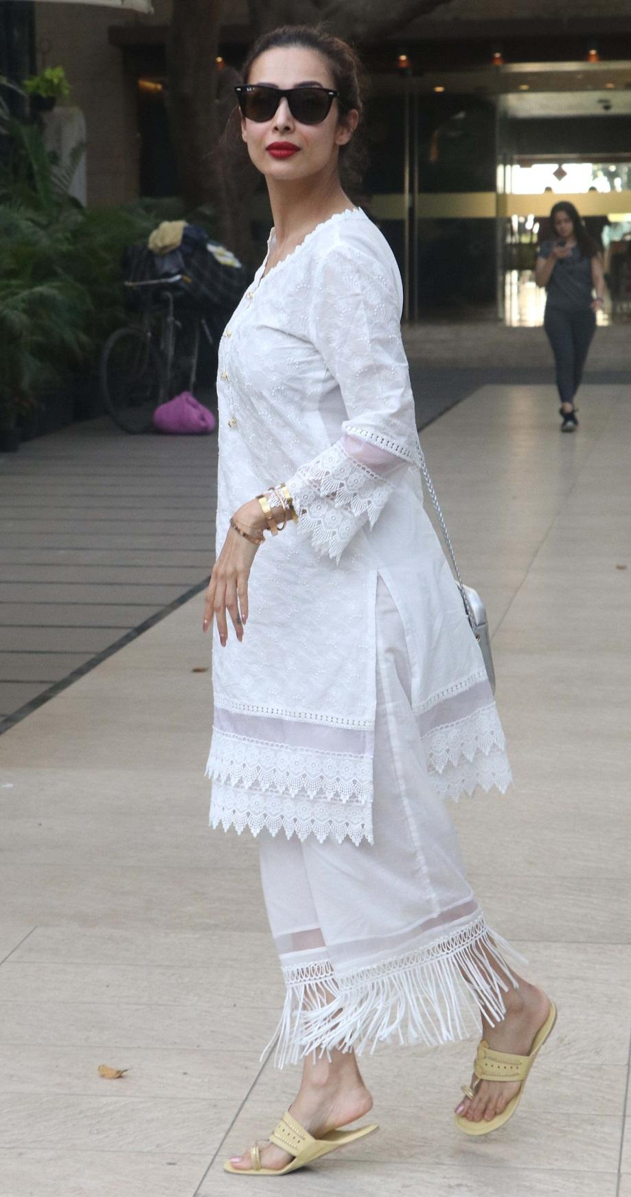 Bollywood Tadka, करिश्मा कपूर इमेज, करिश्मा कपूर फोटो, करिश्मा कपूर पिक्चर