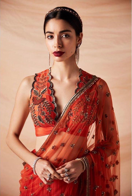 डीप नेक या फुल कवर ब्लाउज, साड़ी-लहंगे के साथ क्या करेगा सूट? -  full-covered-blouse-vs-deep-v-neck - Nari Punjab Kesari