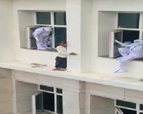 अस्पताल की दूसरी मंजिल से कूदा कोरोना मरीज, मौत - corona patient jumps from  second floor of hospital dies