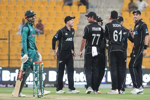 sports news, cricket news hindi, Pakistan vs newzeland, Odi series, Trent Bolt, Hatrick, New zealand, won