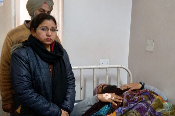 PunjabKesari, Policeman's throat slit from China dor