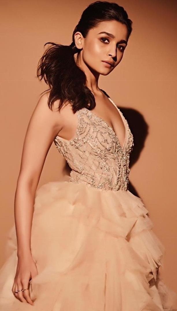 Bollywood Tadka, आलिया भट्ट इमेज फोटो वॉलपेपर, Alia Bhatt Images Photo HD Wallpaper Free Download