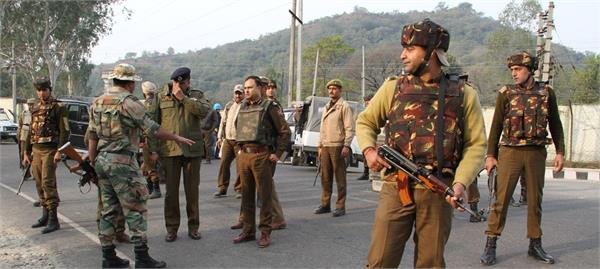 militant fired bullets on outsider labour in kashmir