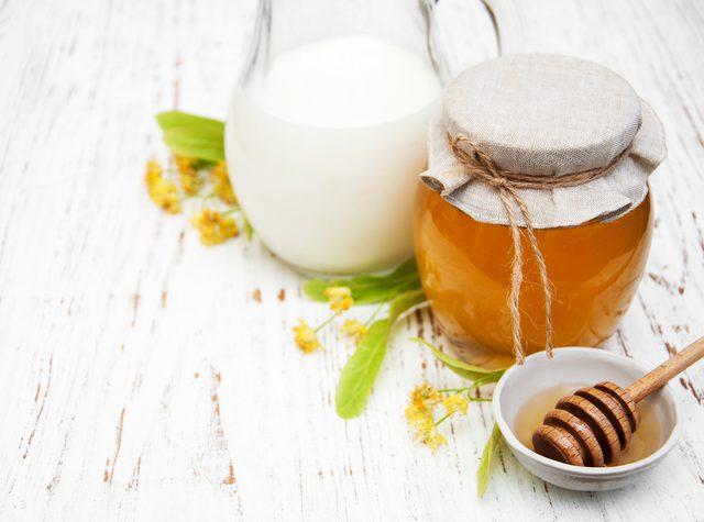 PunjabKesari, शहद दूध फेस पैक इमेज