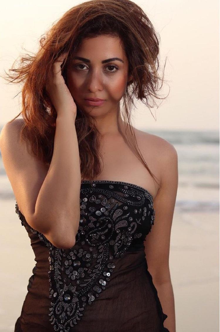 Bollywood Tadka,Madhura Naik image,Madhura Naik photos,Madhura Naik pictures,