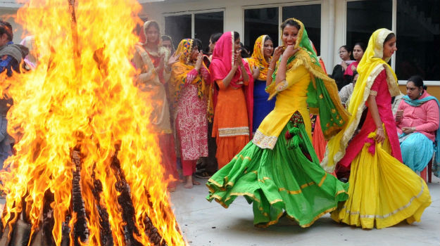 PunjabKesari, Happy Lohri, Lohri2020, Happy Lohri 2020, लोहड़ी, लोहड़ी 2020, हैप्पी लोहड़ी 2020, Lohri festival, Religious Stories Related Lohri, लोहड़ी की कथाएं, Dharmik katha of lohri festival, Hindu festival, Hindu religion
