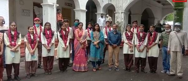 Madhya Pradesh, Dewas, 10th class topper, Collector Chandrmauli shukla, Dewas Colletor, Punjab kesari