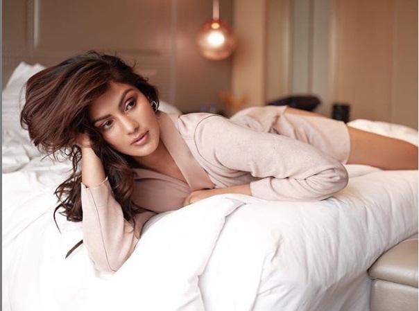 Bollywood Tadka, Rhea Chakraborty