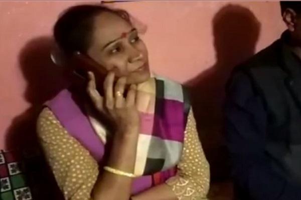 PunjabKesari,Madhya Pardesh Hindi News, Damoh Hindi News, Damoh Hindi Samachar, BSP MLA, Rambai Singh, VIral Video, Forest Gaurd