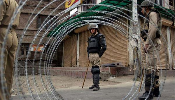 restrictions in srinagar after separatist call of un march
