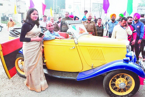 PunjabKesari, Patiala Heritage Festival-2020: 1932 model cars ran on streets of royal city