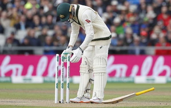 Umpires continue Test matches without bails in Ashes, know what the rules say