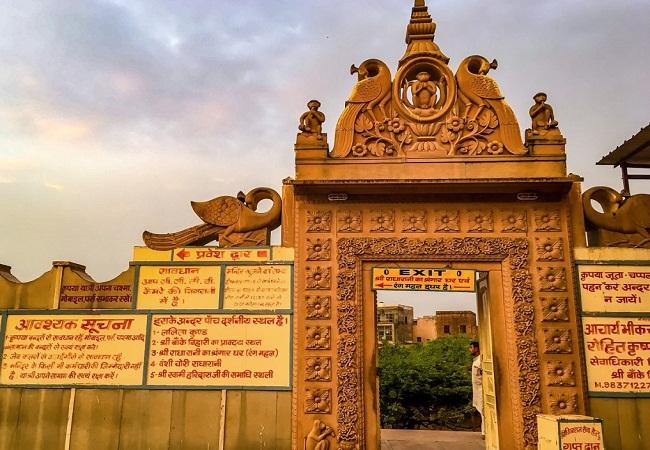 यहां रात में तुलसी के पौधे ले लेते हैं गोपियों का रूप, श्री कृष्ण संग होता  है रास - vrindavan nidhivan mandir
