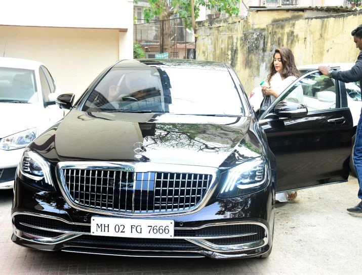 Bollywood Tadka, Jahnvi Kapoor New Car