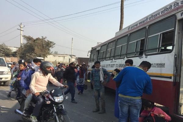 PunjabKesari,  roadways, bus, fight, wounded, ride