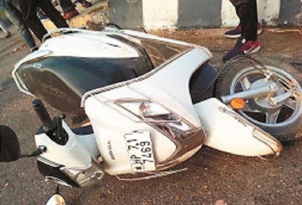 PunjabKesari, Woman died in road accident