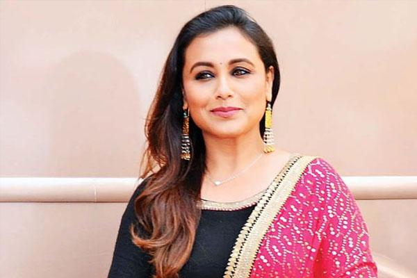आमिर खान ने फोन कर मांगी रानी मुखर्जी से माफी - actress rani mukerji birthday-mobile