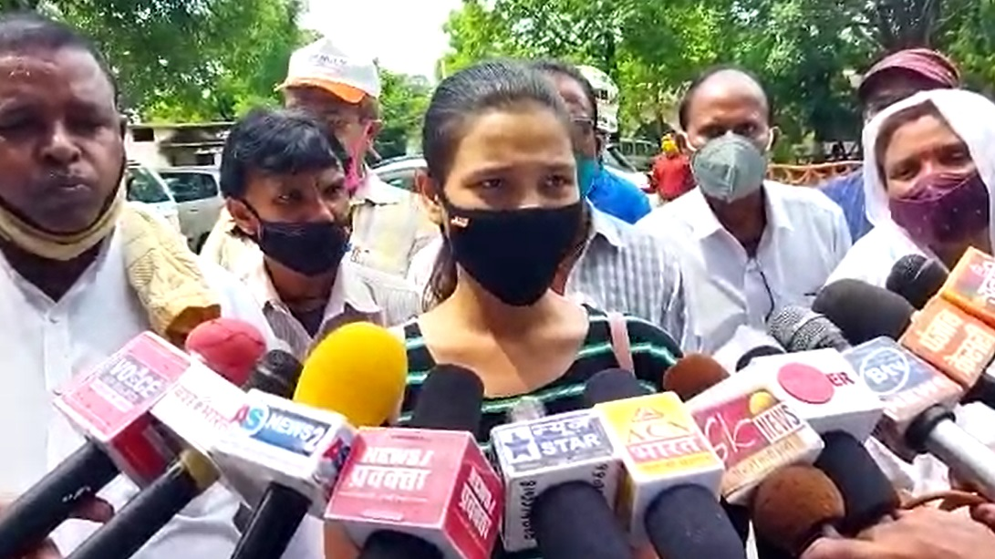PunjabKesari, Madhya Pradesh, Jabalpur, viral video, school, assault, indecency