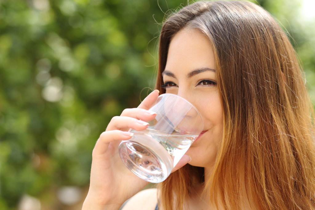 PunjabKesari, women drink water Image, nari