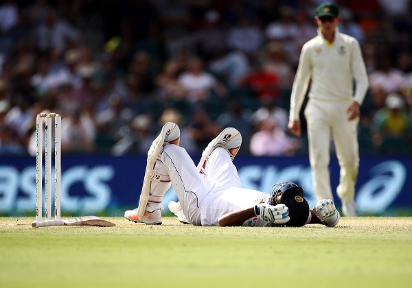 sri-lankan-batsman-dimuth-karunaratne-injured-in-pat-s-bouncer
