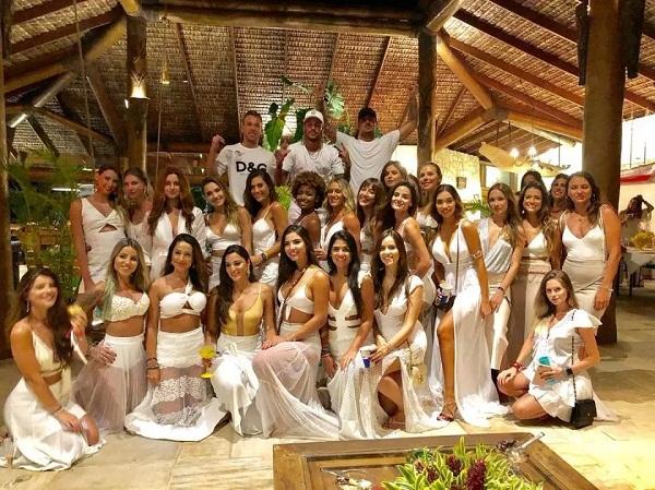 Neymar Girlfriend Mari Taveres hot image sexy image