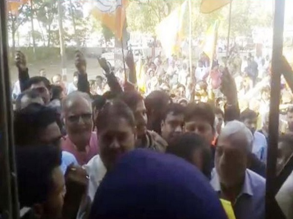 PunjabKesari, Madhya Pardesh Hindi News,Balaghat Hindi News,Balaghat Hindi Samachar, Minister Pradeep Jaisawal, BJP, Yogendra Nirmal, Blame