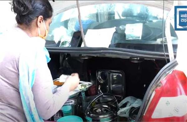 this woman from jalandhar convert the car as dhaba