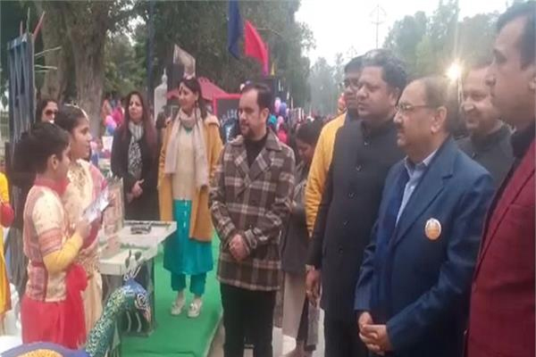 PunjabKesari, DC won hearts of people by organized fair of happiness on Lohri