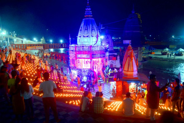in ramnagri ayodhya there was an influx of curious rambhaktas