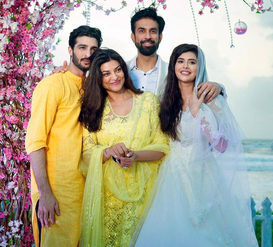 Bollywood Tadka, सुष्मिता सेन इमेज, सुष्मिता सेन फोटो, सुष्मिता सेन पिक्चर, रोहमन शॉल इमेज, रोहमन शॉल फोटो, रोहमन शॉल पिक्चर