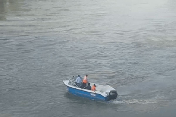 2 rescued by navy in wullar lake kashmir