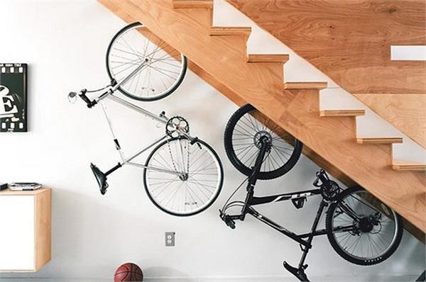 Decor Ideas: सीढ़ियों के नीचे की खाली स्पेस को कैसे करें यूज