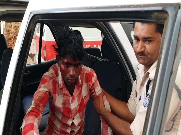 PunjabKesari, Madhya Pradesh News, Chhattarpur News, Ramgarh News, Uncle, sister-in-law, nephew, ax attack, murderous attack, hospital, police