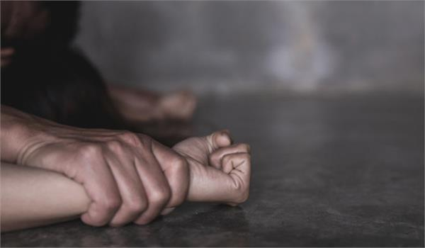 mama tries to rape her minor niece case registered