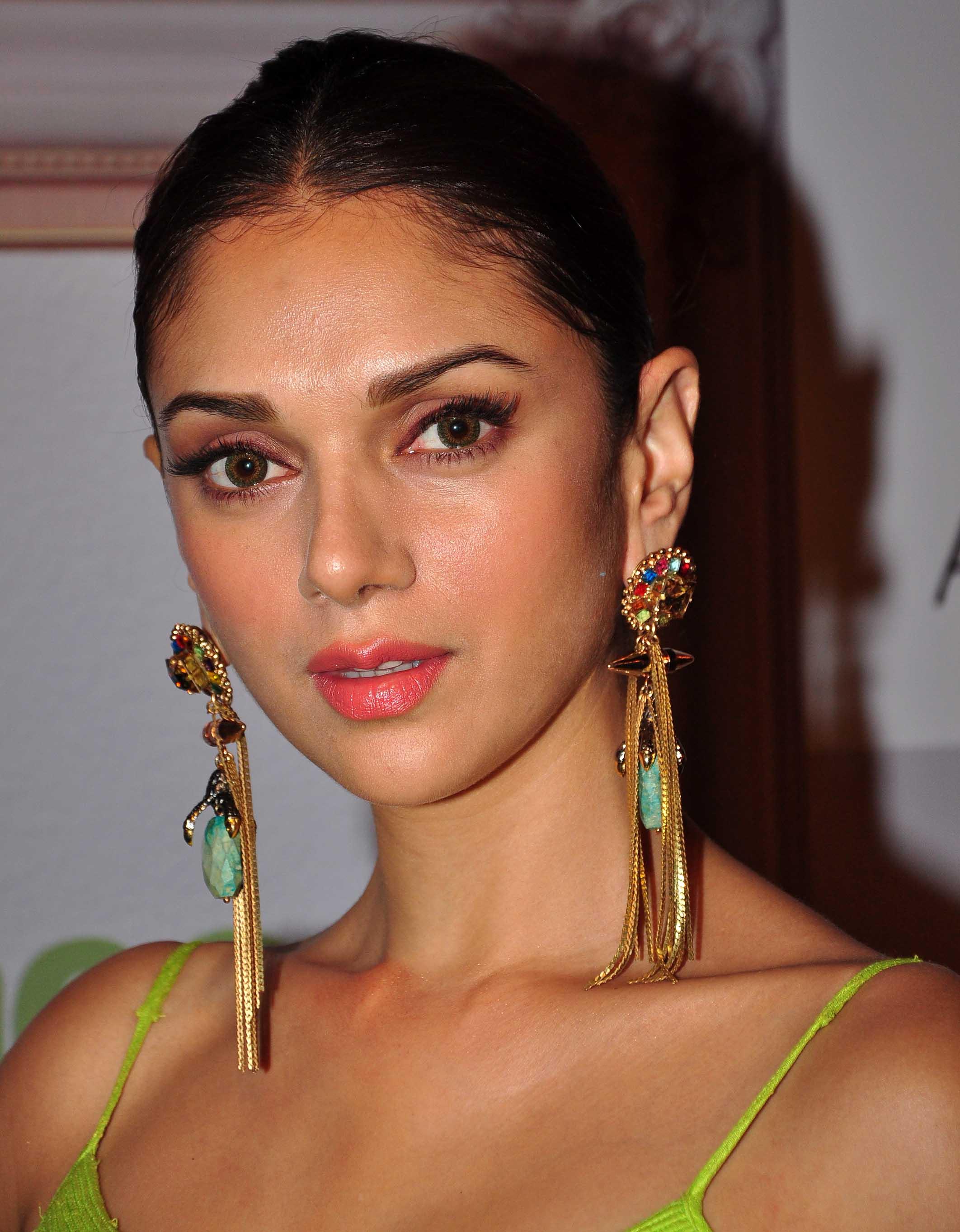 PunjabKesari,Pearl and Gold Style Earring Design,पर्ल एंड गोल्ड स्टड्स ईयररिंग्स डिज़ाइन