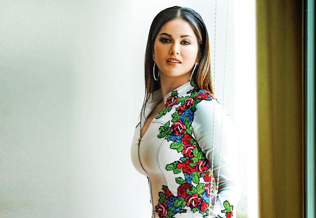 PunjabKesari, सनी लियोन image, बॉलीवुड image,