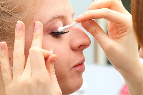ऐसे करें नकली पलकों की सफाई, नहीं रहेगा इंफैक्शन का डर - how-to -clean-artificial-eyelashes