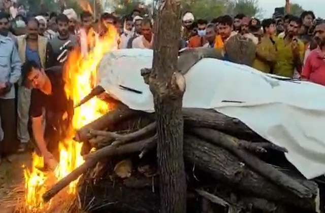 PunjabKesari, Shaheed Laxmikant Dwivedi, Last Farewell, Chhattisgarh, Lal of Rewa, Madhya Pradesh, Punjab Kesari