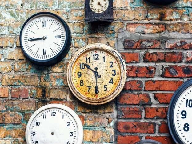 PunjabKesari, kundli tv, old wall clock