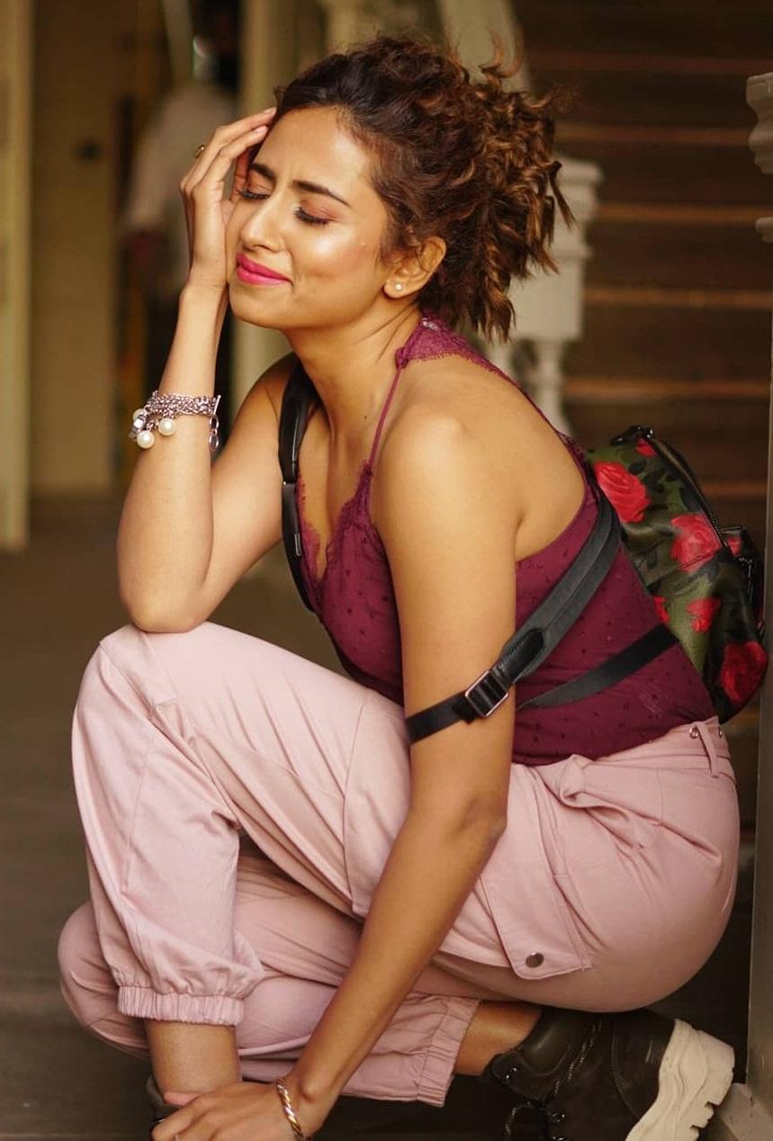 Bollywood Tadka, सरगुन मेहता इमेज, सरगुन मेहता फोटो, सरगुन मेहता पिक्चर