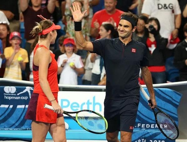 Serena Williams & Roger Federer Take Selfie during Hopman cup