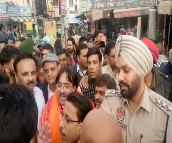 PunjabKesari, Rathore and Kalia supporters fights Sankalp yatra